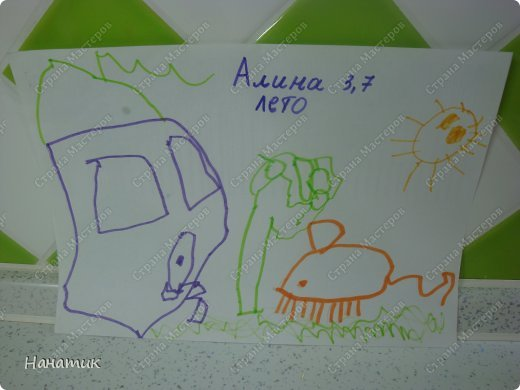 Добрый день! Делюсь с вами рисунками доченьки. Она очень любит рисовать фломастерами, красками не хочет, ими только раскрашивает. Вот такой милый ежик и забавный петушок получились у дочурки). На спине у ежика яблочко и грибочек. Рисует их в первый раз. Мне кажется, что для первого раза очень хорошо получились картинки. фото 2