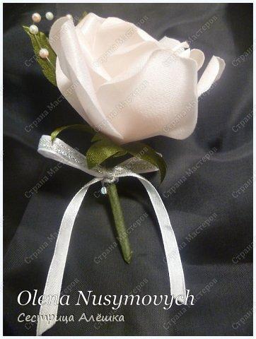 Доброго времени суток всем жителям Страны Мастеров!!! Представляю Вашему вниманию мои первые цветочки из ткани (и не только цветочки) сделанные по мастар-классу Ольги Почтаревой. Уж очень захватил меня процесс создания цветочков из тканей и лент, и вот что получилось......  фото 6