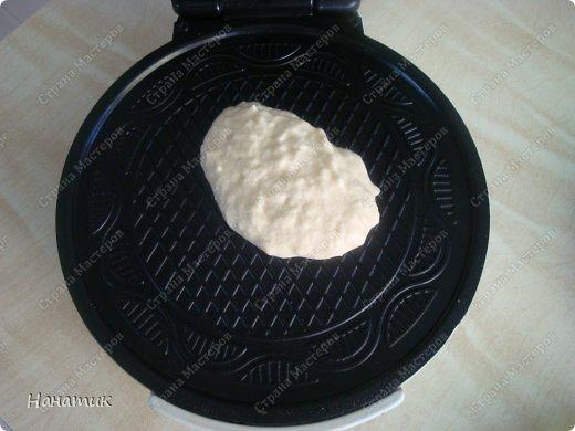Доброй ночи! Хочу поделиться рецептом ну очень вкусных и нежных трубочек!!! Рецепт найден здесь http://allrecipes.ru/recepty/poisk-recepta.aspx    Я его немного изменила, добавив сахарной пудры, чтобы было слаще. А теперь подробно: 4 яйца  100 г сливочного масла  100-150г сахарной пудры 100 г меда  0,5 ч.л. ванилина 1 ч.л. лимонного сока (у меня его не было, делала без него) 100 г кокосовой стружки  250 г муки  5 ч.л. разрыхлителя  щепотка соли  0.5 стакана молока   фото 10