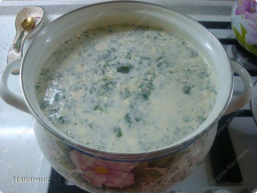 Добрый вечер! Этот вкусный супчик я готовлю уже лет 10. Всем он очень нравится, а готовить его просто и быстро. -картофель (брала 14-15шт, так как очень уж маленький, меньше куриного яйца размером) -шампиньоны отварные резаные в ж/б банке 850мл -2 средних луковицы -пучок петрушки -масло растительное для жарки -5 ст. л. сметаны -2 ст. л. майонеза -соль по вкусу фото 8