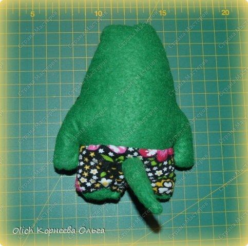 Здравствуйте. Сегодня будем шить забавного малыша крокодила с игрушками. фото 12