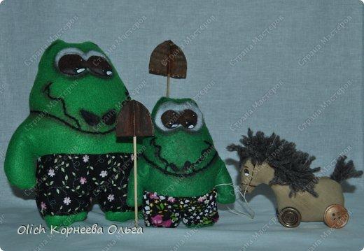 Здравствуйте. Сегодня будем шить забавного малыша крокодила с игрушками. фото 23