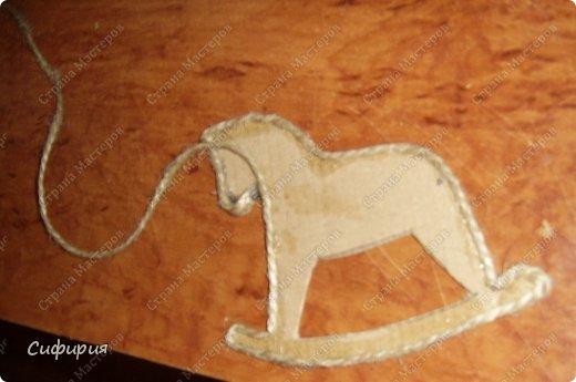 Мастер-класс Поделка изделие Новый год Кофейные лошадки магниты на холодильник Гуашь Картон гофрированный Клей Кофе Шпагат фото 8