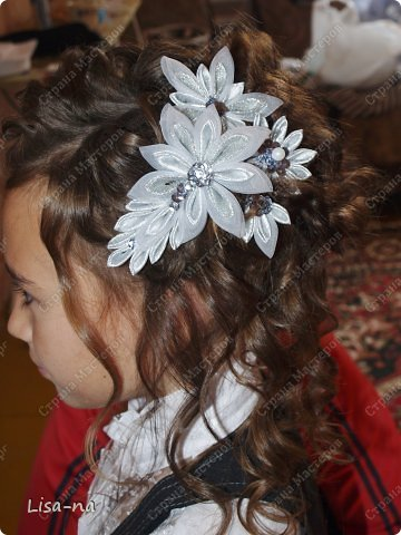 """Заколки казанши """"Утреннее сияние"""" украсили прическу дочки на первое сентября, прическу делала моя сестра. фото 1"""