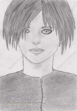 """На летних каникулах моя сестра Даша (Дарёнка на сайте) учила меня рисовать так, как учат их в изостудии. Надо сказать, что с тех пор я начала рисовать лучше) Это мой первый рисунок, Билли Джо Армстронг, вокалист панк-группы """"Green Day"""". Все говорят, что похож. Лицо немного кривое, нос неправильный, губы тоже, но... Все же, это мой первый рисунок)"""