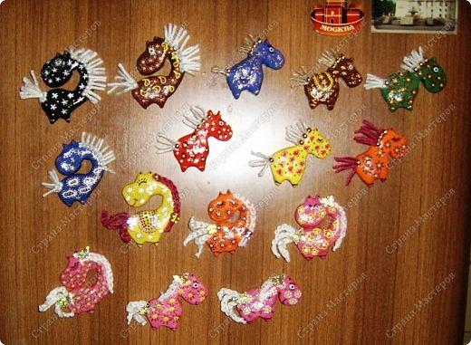 Мастер-класс Поделка изделие Новый год Лепка Гламурные лошадки магниты на холодильник Гуашь Тесто соленое фото 18