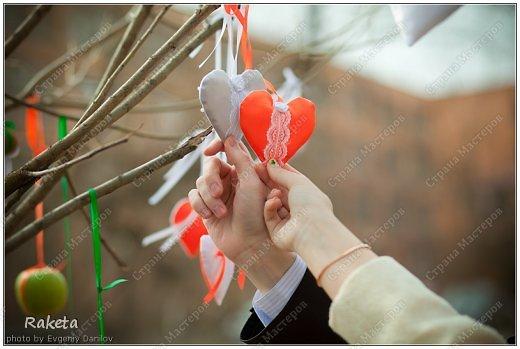 Привет, Страна! Давненько меня не было! Я к вам сегодня с сердцем, даже с 15тью! Это не Валентинки, потому как уже почти лето! Это такой декор для свадьбы. Невеста просила бело-серо-оранжевые, и вуа-ля! фото 3