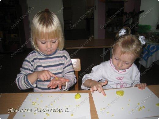 """В этом году у меня вторая младшая группа. Решила заняться с ними пластилинографией. изучила множество литературы, составила план работы.  Первое занятие кружка """"Умные пальчики"""". Собираем витамины в баночку.  фото 2"""