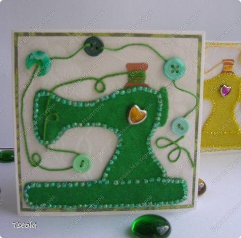 """Доброго времени суток! Люблю фетр за мягкость, теплоту, разнообразие цветов, податливость, универсальность. Из него можно не только игрушки шить, но использовать для открыток! Эту открытку-малютку делала по обмену на курсах СМ """"Уникальные открытки"""" для Анюты (Аняня). Основа - акварельная бумага, подложка - скрапбумага +пастель, лист клевера - фетр, обшит бисером. Размер 10х10 см. фото 4"""