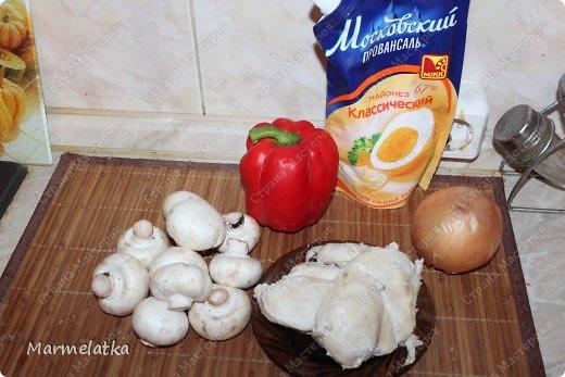 Добрый вечер! Мне так хотелось кушать после работы, что я первым же делом начала готовить салатик, тем более остались грибочки после прошлого салата, не пропадать же. Быстро получилось и очень вкусно!! Рекомендую фото 2