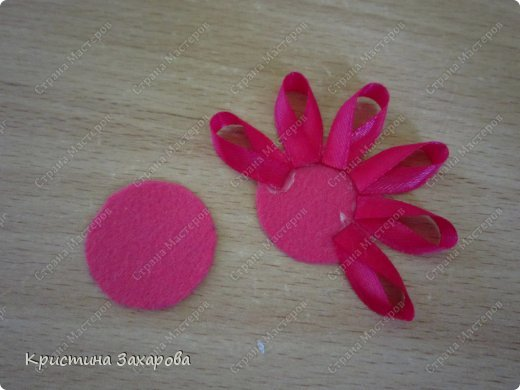 Цветок из узких атласных лент