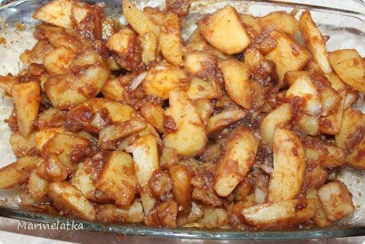 У нас дома очень любят картошку! Готовы есть ее целыми днями, но привычное пюре, или жаренная уже стали надоедать. Покапалась в интернете и нашла замечательный рецепт быстрой и вкусной картошечки с соевым соусом!  фото 7