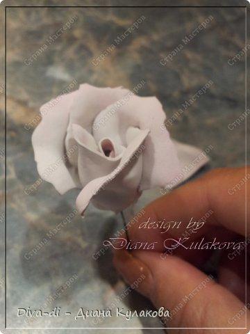 В этом мастер-классе покажу еще один способ, более быстрый - как сделать розу. Быстрота заключается в том, что тонировать лепестки мы будем не по-штучно, а целыми полосами. фото 13