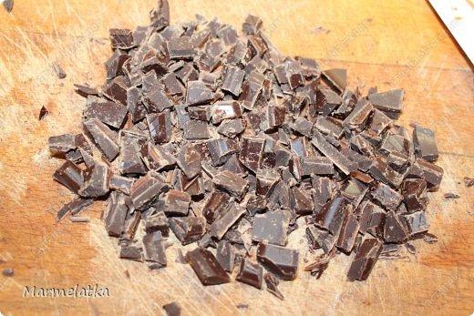 Нежнейший пирог. И что самое главное не занимает много времени. Очень вкусный бисквит в сочетании чернослива и шоколада.... мммммм... фото 9
