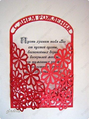 """Бродя по просторам интернета, наткнулась на работу Kalinka """"Розы к Дню Рождения"""" http://www.aboutscrapbook.ru/blog/rozy_k_dnju_rozhdenija/2012-11-04-1887?lFhCsi. Загорелась сотворить что подобное. С нуля придумать какой-то рисунок мне сложно, поэтому цветы для открыток переделывала из чего готового. Вырезала из картона. Красную открытку из обычного, синюю - из дизайнерского с блестками. фото 3"""