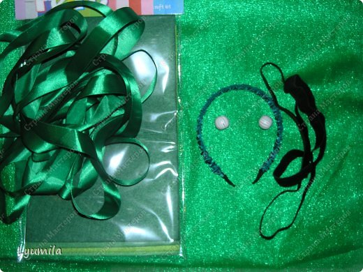 Добрый день! Сегодня у Лидочки в клубе Дед Мороз поздравлял детей и был праздник. Я сделала для неё (Лидочка помогала) костюм лягушки, который состоит из платья туту, (которое шьётся БЕЗ швейной машинки) и ободка с глазками. Далее фото с праздника фото 8
