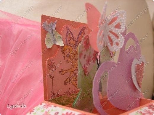 Добрый день! Мы с Лидочкой (моей дочерью 4,5 лет) продолжаем скрапить, вернее занимаемся кардмейкингом, т.е. делаем открытки. Скоро праздник и я в поисках вдохновения просматривала галереи открыток и натолкнулась вот на такие открытки. Они сделаны в технике pop-up, т.е. могут складываться и раскладываться, имеют несколько слоев. фото 8