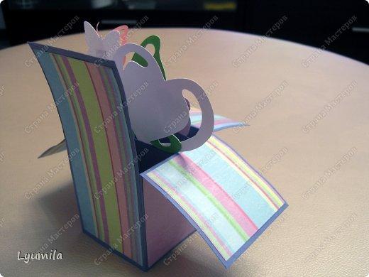Добрый день! Мы с Лидочкой (моей дочерью 4,5 лет) продолжаем скрапить, вернее занимаемся кардмейкингом, т.е. делаем открытки. Скоро праздник и я в поисках вдохновения просматривала галереи открыток и натолкнулась вот на такие открытки. Они сделаны в технике pop-up, т.е. могут складываться и раскладываться, имеют несколько слоев. фото 4