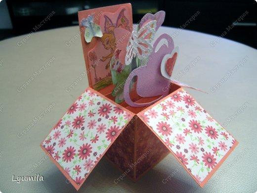Добрый день! Мы с Лидочкой (моей дочерью 4,5 лет) продолжаем скрапить, вернее занимаемся кардмейкингом, т.е. делаем открытки. Скоро праздник и я в поисках вдохновения просматривала галереи открыток и натолкнулась вот на такие открытки. Они сделаны в технике pop-up, т.е. могут складываться и раскладываться, имеют несколько слоев. фото 9