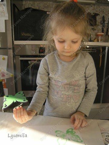 Добрый день! Мы с Лидочкой (моей дочерью 4,5 лет) продолжаем скрапить, вернее занимаемся кардмейкингом, т.е. делаем открытки. Скоро праздник и я в поисках вдохновения просматривала галереи открыток и натолкнулась вот на такие открытки. Они сделаны в технике pop-up, т.е. могут складываться и раскладываться, имеют несколько слоев. фото 33