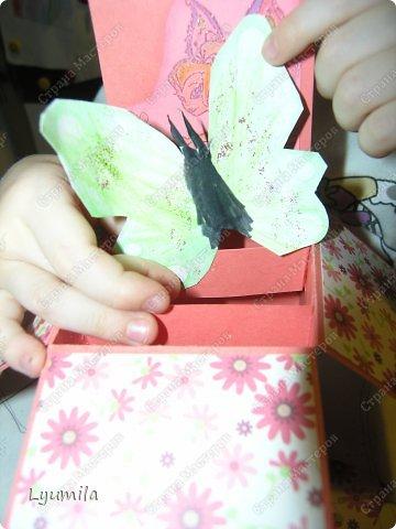 Добрый день! Мы с Лидочкой (моей дочерью 4,5 лет) продолжаем скрапить, вернее занимаемся кардмейкингом, т.е. делаем открытки. Скоро праздник и я в поисках вдохновения просматривала галереи открыток и натолкнулась вот на такие открытки. Они сделаны в технике pop-up, т.е. могут складываться и раскладываться, имеют несколько слоев. фото 35