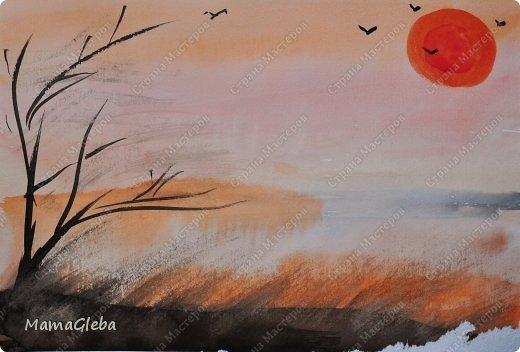 Мы снова с радостью порисовали. Вот такая картина пополнила нашу коллекцию и заняла своё почётное место на стене. Мы рисовали по мокрому листу акварелью. К сожалению фото не передаёт истинных красок, это выглядит ярче и интереснее.Когда высох фон, мы нарисовали зёмлю, дерево и солнце с птичками в небе. А жирафа и пантеру я вырезала из чёрной бумги, Глеб приклеил. фото 2