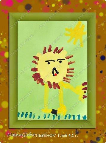 Мы снова с радостью порисовали. Вот такая картина пополнила нашу коллекцию и заняла своё почётное место на стене. Мы рисовали по мокрому листу акварелью. К сожалению фото не передаёт истинных красок, это выглядит ярче и интереснее.Когда высох фон, мы нарисовали зёмлю, дерево и солнце с птичками в небе. А жирафа и пантеру я вырезала из чёрной бумги, Глеб приклеил. фото 3