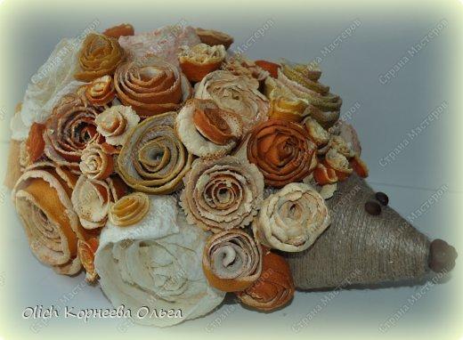 Мастер-класс Поделка изделие Моделирование конструирование Ежик в апельсиновых розах Бумага газетная Клей Кофе Материал природный Продукты пищевые Шпагат фото 1