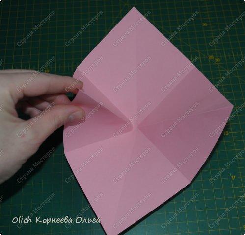 Здравствуйте. Такую упаковку в виде шкатулочек-звездочек можно сделать за пару минут. Для изготовления требуется только бумага, клея и ножниц не потребуется. Готовую работу можно украсить как подскажет фантазия. Поделка подойдет для совместного творчества с детьми. фото 4