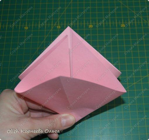 Здравствуйте. Такую упаковку в виде шкатулочек-звездочек можно сделать за пару минут. Для изготовления требуется только бумага, клея и ножниц не потребуется. Готовую работу можно украсить как подскажет фантазия. Поделка подойдет для совместного творчества с детьми. фото 6