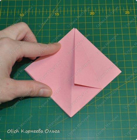 Здравствуйте. Такую упаковку в виде шкатулочек-звездочек можно сделать за пару минут. Для изготовления требуется только бумага, клея и ножниц не потребуется. Готовую работу можно украсить как подскажет фантазия. Поделка подойдет для совместного творчества с детьми. фото 7
