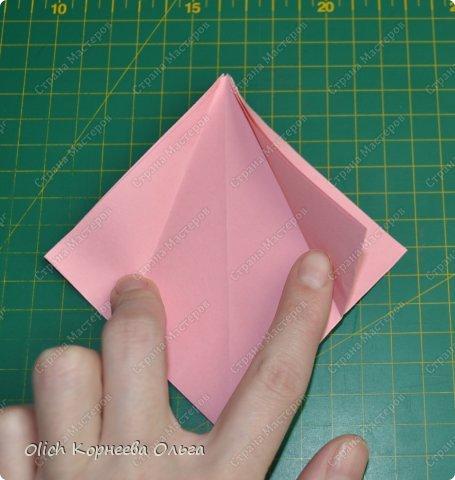 Здравствуйте. Такую упаковку в виде шкатулочек-звездочек можно сделать за пару минут. Для изготовления требуется только бумага, клея и ножниц не потребуется. Готовую работу можно украсить как подскажет фантазия. Поделка подойдет для совместного творчества с детьми. фото 9