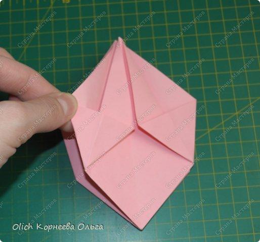 Здравствуйте. Такую упаковку в виде шкатулочек-звездочек можно сделать за пару минут. Для изготовления требуется только бумага, клея и ножниц не потребуется. Готовую работу можно украсить как подскажет фантазия. Поделка подойдет для совместного творчества с детьми. фото 13