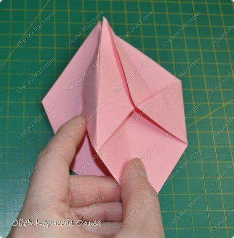 Здравствуйте. Такую упаковку в виде шкатулочек-звездочек можно сделать за пару минут. Для изготовления требуется только бумага, клея и ножниц не потребуется. Готовую работу можно украсить как подскажет фантазия. Поделка подойдет для совместного творчества с детьми. фото 14