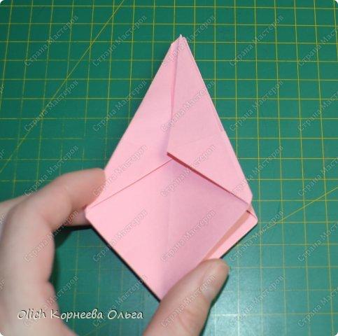 Здравствуйте. Такую упаковку в виде шкатулочек-звездочек можно сделать за пару минут. Для изготовления требуется только бумага, клея и ножниц не потребуется. Готовую работу можно украсить как подскажет фантазия. Поделка подойдет для совместного творчества с детьми. фото 15