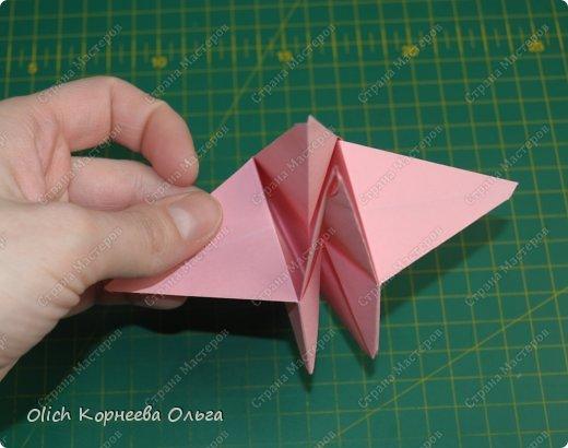 Здравствуйте. Такую упаковку в виде шкатулочек-звездочек можно сделать за пару минут. Для изготовления требуется только бумага, клея и ножниц не потребуется. Готовую работу можно украсить как подскажет фантазия. Поделка подойдет для совместного творчества с детьми. фото 18