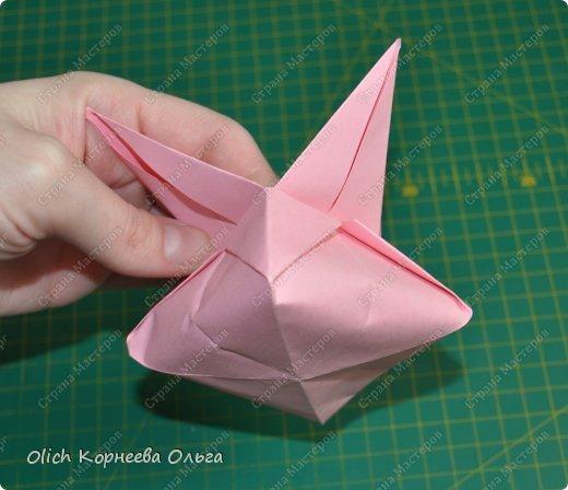 Здравствуйте. Такую упаковку в виде шкатулочек-звездочек можно сделать за пару минут. Для изготовления требуется только бумага, клея и ножниц не потребуется. Готовую работу можно украсить как подскажет фантазия. Поделка подойдет для совместного творчества с детьми. фото 21