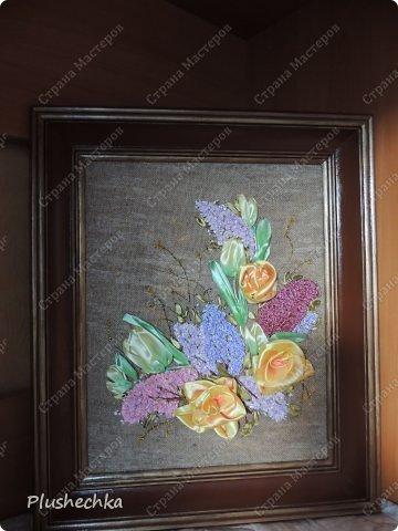 Привет всем! А вот и я с новой вышивкой лентами!!! Это сирень, тюльпаны и жёлтые розы - предвестники весны в моём доме:) Работа выполнена на мешковине - уж очень нравится мне этот материал для вышивки лентами. фото 3