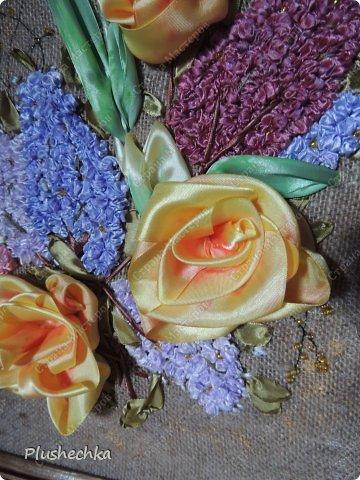 Привет всем! А вот и я с новой вышивкой лентами!!! Это сирень, тюльпаны и жёлтые розы - предвестники весны в моём доме:) Работа выполнена на мешковине - уж очень нравится мне этот материал для вышивки лентами. фото 5