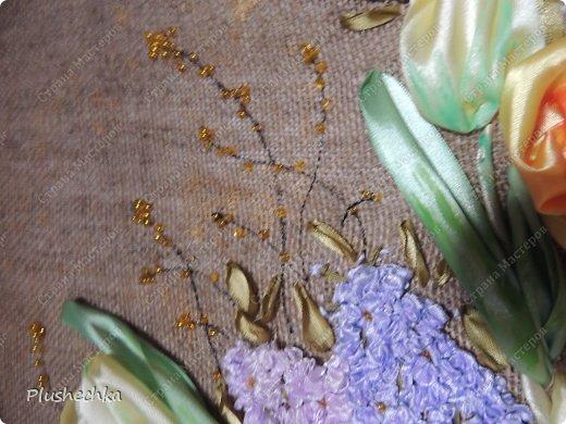 Привет всем! А вот и я с новой вышивкой лентами!!! Это сирень, тюльпаны и жёлтые розы - предвестники весны в моём доме:) Работа выполнена на мешковине - уж очень нравится мне этот материал для вышивки лентами. фото 6