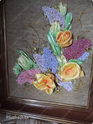 Привет всем! А вот и я с новой вышивкой лентами!!! Это сирень, тюльпаны и жёлтые розы - предвестники весны в моём доме:) Работа выполнена на мешковине - уж очень нравится мне этот материал для вышивки лентами. фото 2