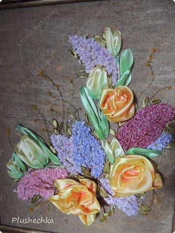 Привет всем! А вот и я с новой вышивкой лентами!!! Это сирень, тюльпаны и жёлтые розы - предвестники весны в моём доме:) Работа выполнена на мешковине - уж очень нравится мне этот материал для вышивки лентами. фото 1