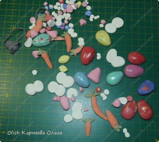 Здравствуйте. К Пасхе сшила партию смешных зайцев или кроликов, хотя их можно дарить в любой день, и на любой праздник.  Это игрушки из серии игрушек-примитивов. Шьются легко и быстро, но от этого они не менее милые! Предупреждаю нетерпеливых перед мастер-классом будет много фотографий. Люблю детали, а еще люблю вдохновить! Итак, поехали! фото 27