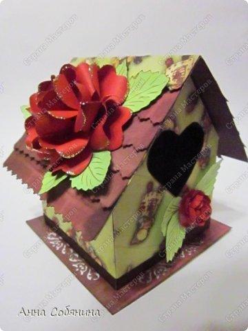 Мастер-класс к Пасхе! Пасхальный домик из бумаги. У домика открывается крыша, внутрь можно положить яйцо или любой другой подарок.  А теперь давайте научимся делать такой сувенир сами! фото 14