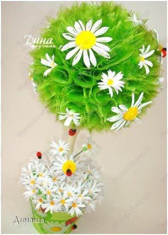 Добрый день, уважаемые жители Страны Мастеров! Сегодня делюсь с Вами своим новым топиарием. Крона сделана из флористической органзы, цветочки и букашки из бумаги в технике квиллинг. фото 1