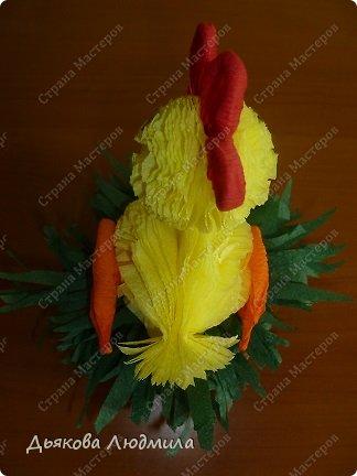 А вот и обещанный новый цыпленок в гнездышке или корзинке, сама даже не знаю куда я его посадила. Но суть в том, что он сидит. До этого я смастерила цыпленка на палочке https://stranamasterov.ru/node/753328. Цыпленка будем делать, как и прежде, но у этого цыпленка снова другой хвостик. фото 3