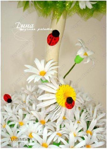 Добрый день, уважаемые жители Страны Мастеров! Сегодня делюсь с Вами своим новым топиарием. Крона сделана из флористической органзы, цветочки и букашки из бумаги в технике квиллинг. фото 2