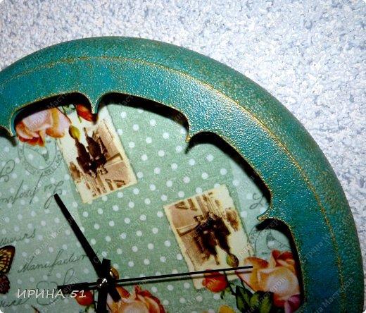 Здравствуйте! Сегодня представляю вам небольшой МК по переделке часов для начинающих. Часы у меня были с детской тематикой, т.к. доченька растет и планируется ремонт в ее комнате, решила переделать ей часы.  Салфетку выбирала дочка сама. Цвет часов тоже! Я была только исполнителем ее желаний ))) фото 11