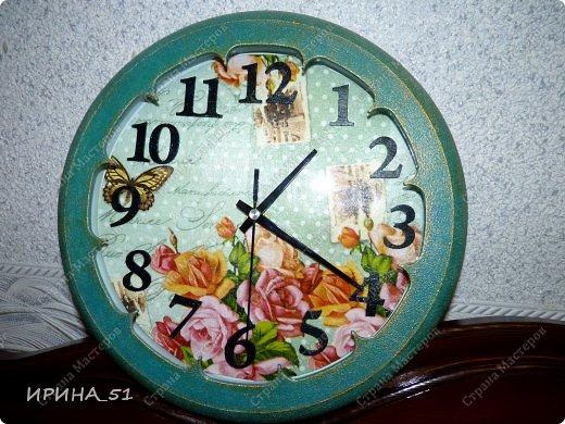 Здравствуйте! Сегодня представляю вам небольшой МК по переделке часов для начинающих. Часы у меня были с детской тематикой, т.к. доченька растет и планируется ремонт в ее комнате, решила переделать ей часы.  Салфетку выбирала дочка сама. Цвет часов тоже! Я была только исполнителем ее желаний ))) фото 16
