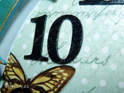 Здравствуйте! Сегодня представляю вам небольшой МК по переделке часов для начинающих. Часы у меня были с детской тематикой, т.к. доченька растет и планируется ремонт в ее комнате, решила переделать ей часы.  Салфетку выбирала дочка сама. Цвет часов тоже! Я была только исполнителем ее желаний ))) фото 17